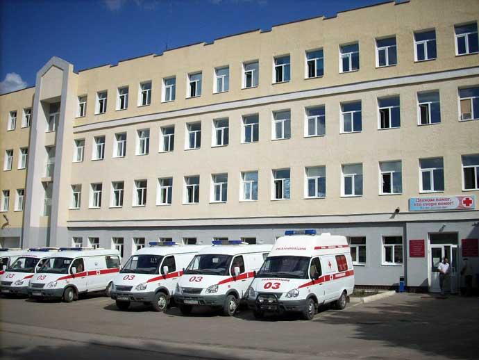 Фасад здания скорой помощи в Саратове